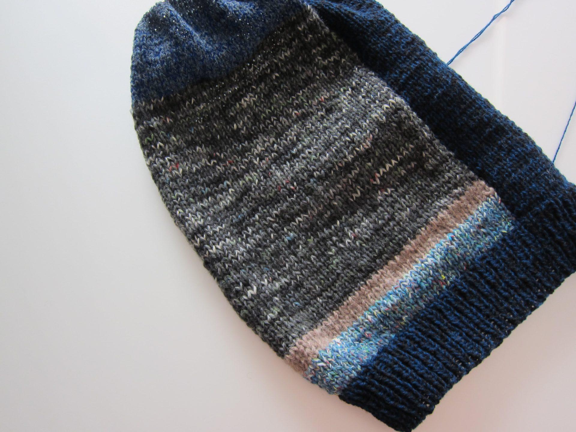 手編みのベスト作成中